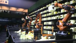 Robotarme stellten auf der CeBIT Kunstwerke her.